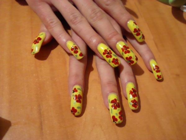 Лаки для ногтей трёх цветов